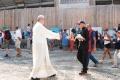 3 Don Gian Pietro Maggi parroco di 49 anni saluta Don Carlo